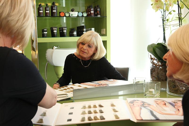 Beratung beim Friseur haarscharf Schneider in Bad Vöslau
